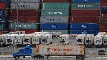 Guerre commerciale USA-Chine: la Chine réplique et relève ses tarifs douaniers sur des produits américains