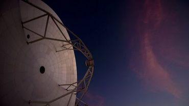 Un radio-téléscope ALMA, le 12 mars 2013 dans le désert d'Atacama au Chili
