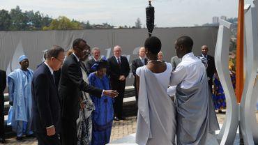 Le Secrétaire général des Nations Unies, et le Président rwandais allument la torche des 100 jours de commémorationflamme