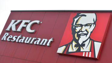 Une enseigne de la chaîne de restauration rapide américaine KFC.