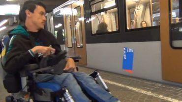 Nicolas Delplace, 19 ans, dénonce les difficultés rencontrées par les personnes à mobilité réduite dans les transports en commun.
