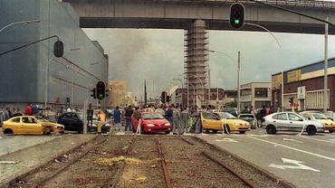 Le 21 mai 1997, les travailleurs en grève bloquent les accès de l'usine Renault de Vilvorde