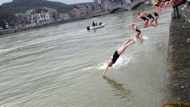 """Les nageurs du club """"Cool Huy"""" nagent dans la Meuse été comme hiver"""