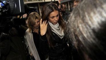 """Cette photo prise avec un téléphone portable le 17 mai 2013 montre la jeune Marocaine Karima El Mahroug, alias """"Ruby"""", devant la justice à Milan"""