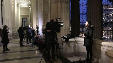 Justine Katz en direct du Palais de Justice dans le journal de 08H de Vivacité, sur la UNE