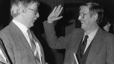 Raoul Cauvin (à droite), avec Peyo, à la première des Schtroumpfs, le 25 mars 1988.