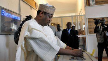 """Le président du parlement Hama Amadou, dont l'audition par la justice au sujet d'un trafic présumé de bébés du Nigeria a été autorisée, a quitté """"discrètement"""" le Niger pour le Burkina Faso"""