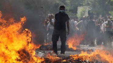 Des affrontements très durs ont lieu devant le Parlement à Athènes alors que le vote sur le plan d'austérité est attendu cet après-midi