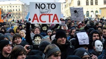 Les opposants à ACTA ont été nombreux à défiler dans les grandes villes européennes.