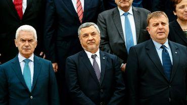 (GàD) Les leaders nationalistes bulgares Volen Siderov, Valeri Simeonov et Krasimir Karakatchanov, le 19 avril 2017 à Sofia