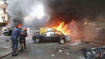 Incendie après l'explosion d'une voiture piégée à Beyrouth, ce mardi