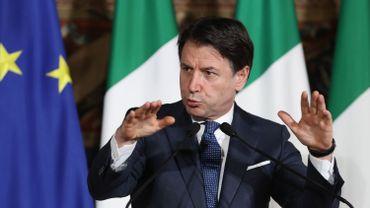 Giuseppe Conte annonce l'arrêt de toutes activités de production non essentielles.
