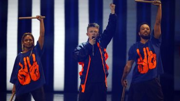 Eurovision: le porte-drapeau belge Eliot rate la dernière marche avant la finale du concours