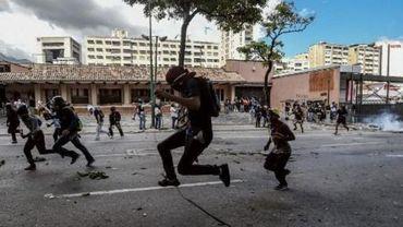 """Crise au Venezuela - Deux nouveaux décès, le président Maduro """"propose un dialogue"""" à l'opposition"""
