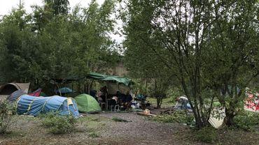 Des sans-abris ont improvisé un camping aux abords du centre de Charleroi