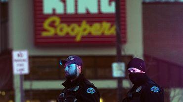 Dix personnes sont mortes suite à la fusillade dans le supermarché King Soopers, le lundi 22 mars dans la ville de Boulder au Colorado.