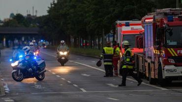 Policiers et pompiers sur les lieux d'une fusillade à Munich, le 22 juillet 2016