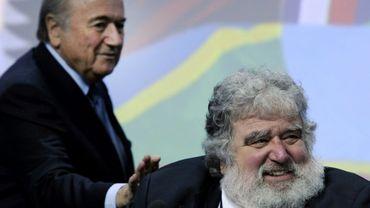 Chuck Blazer et le Suisse Joseph Blatter, alors président de la Fifa, le 1er juin 2011 au congrès de la Fifa à Zurich