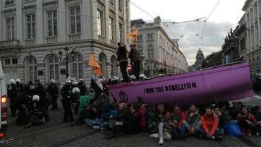 L'intervention des forces de l'ordre lors de la manifestation d'Extinction Rebellion de samedi est au centre de nombreuses critiques.