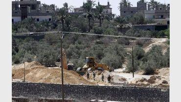Des soldats égyptiens détruisent des accès à des tunnels de contrebande, le long de la frontière avec Gaza