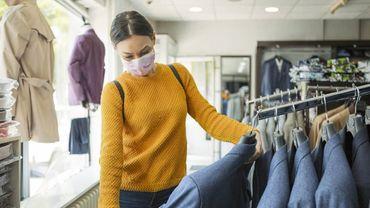 """Inquiétudes sanitaires, appels à limiter les déplacements... Le modèle du magasin """"en dur"""" a été mis à l'épreuve."""