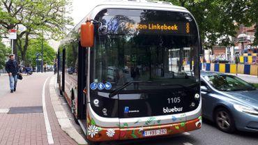 Dès demain mercredi, il n'y aura plus que 1/3 des bus, trams et métros de la STIB en service. Une diminution de la fréquence mais toutes les lignes restent bien assurées.