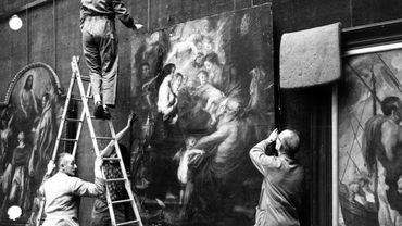 Restauration de tableaux situés dans l'église Saint Jacques, en 1967