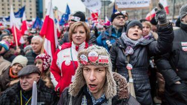 Manifestation pour la défense des libertés, notamment contre de nouvelles lois visant les médias publics, dans le centre de Varsovie, le 9 janvier 2016