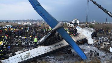 Crash d'un avion bangladais au Népal: au moins 49 morts