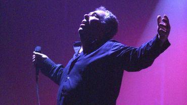 Claude Nougaro en 2002, lors d'un concert à Perpignan.