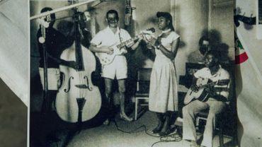 Photo du groupe African Jazz prise lors de la délégation en Belgique. Première fois que le groupe chantait Independance Cha Cha.