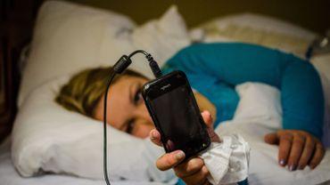 L'addiction nocturne au smartphone peut rendre momentanément aveugle