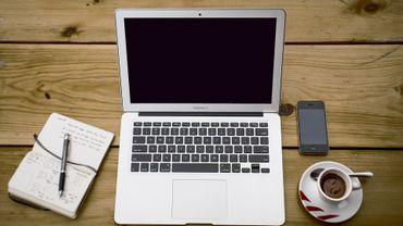 Les enseignants et les étudiants ne sont pas suffisamment formés au numérique.