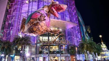 """Les rues de Bangkok pleine pour célébrer la """"The Quest of Adventure in the World of Magical Tales""""."""