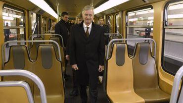 Le roi Philippe, ici, dans le métro bruxellois.