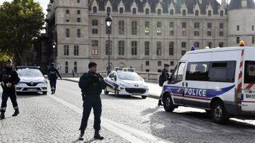 Attaque à Paris: un rassemblement de soutien à l'assaillant va être interdit