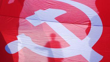 Des manifestants pro Russe ont brandi le drapeau soviétique dans la ville d'Odessa.