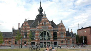 La gare de Schaerbeek date de 1913 et est une merveilleuse porte d'entrée pour ce projet puisqu'elle est parfaitement conservée