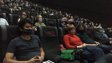 Du rouge sur l'écran avec le film de Farid Bentoumi et dans le public de cette soirée de lancement.