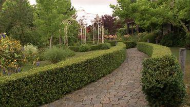 Dès l'entrée, le jardin séduit