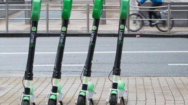 Bruxelles va prendre des mesures contre le stationnement sauvage des trottinettes