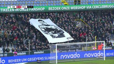 Les fans du Cercle ont brandi un portait de Miguel Van Damme, leur gardien atteint d'une leucémie