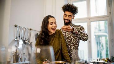 Près de la moitié des femmes préfèrent la nourriture au sexe, pour 43% des hommes c'est l'inverse.