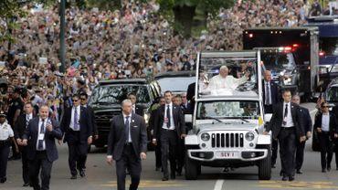 Le pape traverse Central Park en papamobile, acclamé par le foule le 25 septembre 2015 à New York.