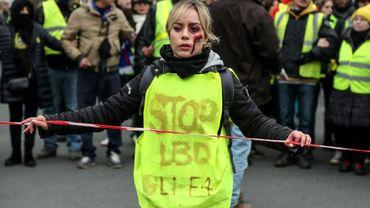 """Des """"gilets jaunes"""" dénoncent des violences policières, le 2 février 2019 à Paris"""