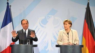 Réunion entre le président grec Carolos Papoulias (c) et les chefs de partis, le 15 mai 2012 à Athènes