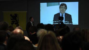 """""""C'est terminé, les nôtres nous ont sacrifiés"""": une chaîne espagnole dévoile des SMS de Carles Puigdemont"""