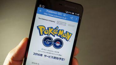 Pokemon Go se base sur les capacités de géolocalisation par satellite de votre téléphone portable et exploite les possibilités offertes par son appareil photo pour superposer les personnages de BD à votre environnement dans la vraie vie. ©KAZUHIRO NOGI / AFP