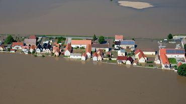 Vue aérienne de la ville de Goehlis, sous eau, dans l'est de l'Allemagne