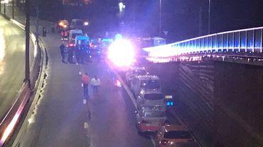 """La police néerlandaise recherche aussi le camion qui a percuté un """"gilet jaune"""""""